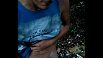 Муж трахает свою обнаженную жёнушку перед окном раком