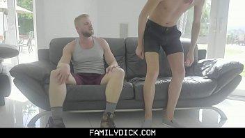 Две сучки чпокают любимого раба