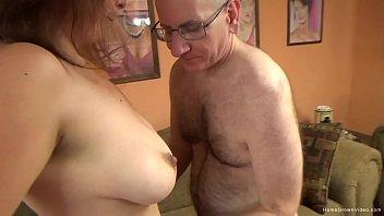 Мамка занимается сексом с дочерью и ее парнем