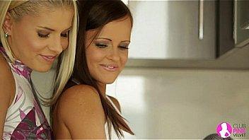 Юноша обожает анус первокурсницы и встречается с ней только ради анальной дрючили